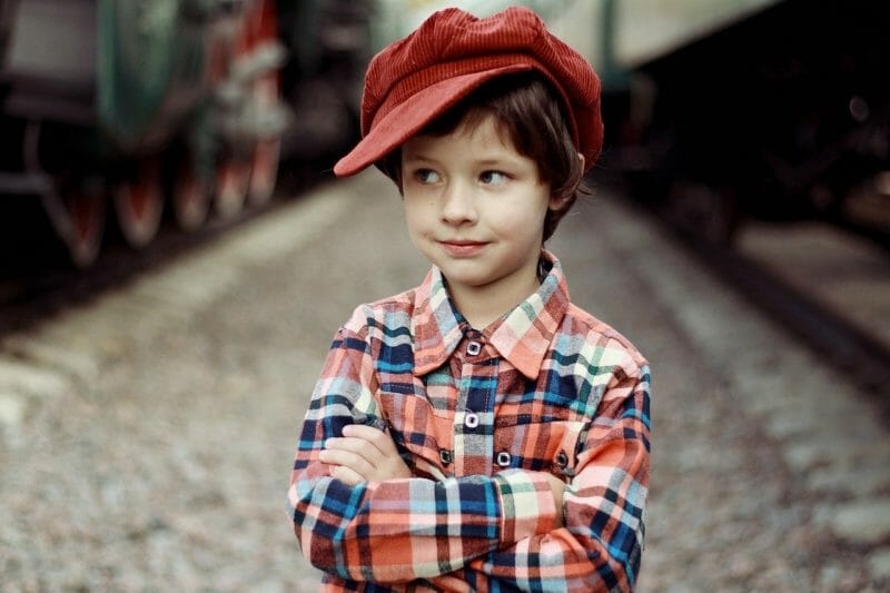 帽子をかぶった少年